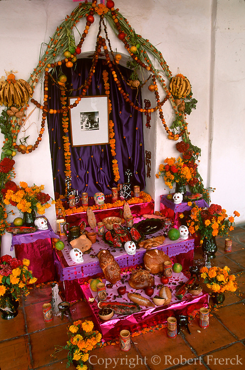 MEXICO, FESTIVALS, DAYS OF THE DEAD Oaxaca; altar decorated with offerings of candy skulls, special bread called 'pan muerto' and fruit