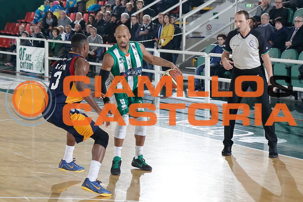 DESCRIZIONE : Avellino Lega A 2014-15 Sidigas Avellino Acea Virtus Roma<br /> GIOCATORE : Sundiata Gaines<br /> CATEGORIA : palleggio<br /> SQUADRA : Sidigas Avellino<br /> EVENTO : Campionato Lega A 2014-2015<br /> GARA : Sidigas Avellino Acea Virtus Roma<br /> DATA : 13/12/2014<br /> SPORT : Pallacanestro <br /> AUTORE : Agenzia Ciamillo-Castoria/A. De Lise<br /> Galleria : Lega Basket A 2014-2015 <br /> Fotonotizia : Avellino Lega A 2014-15 Sidigas Avellino Acea Virtus Roma