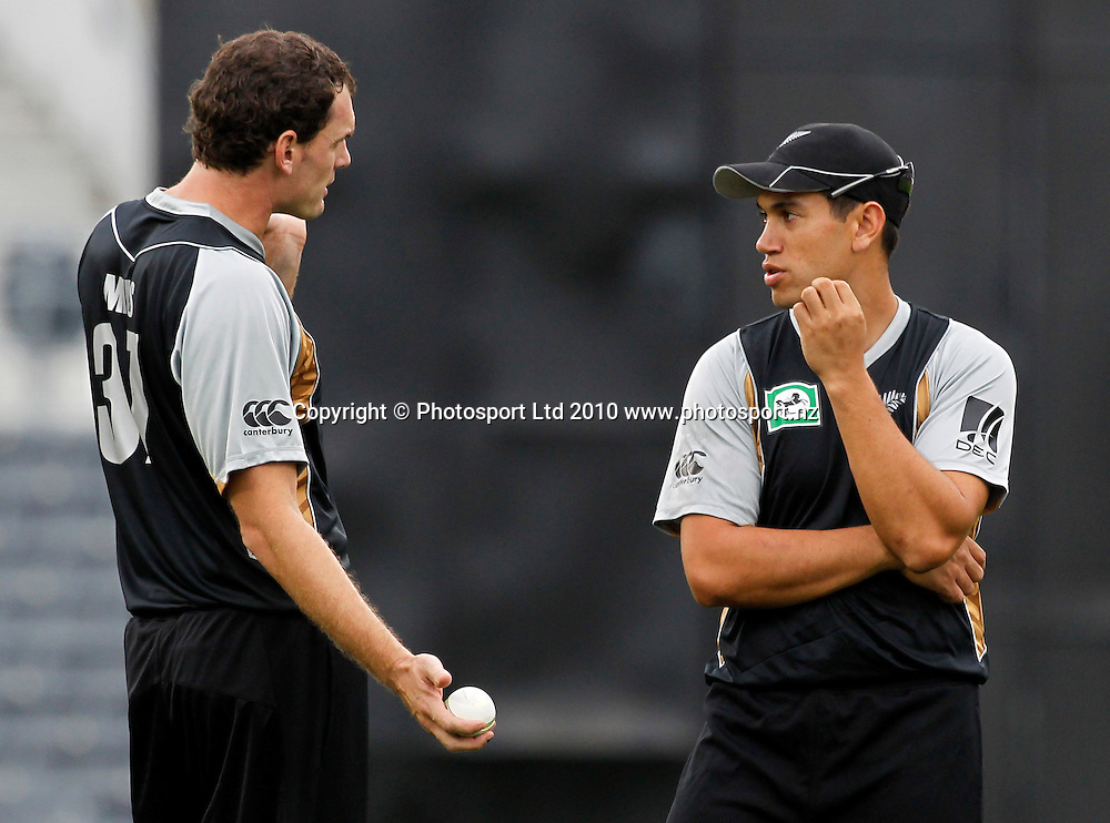 Blackcap bowler Kyle Mills discusses field placements with captain Ross Taylor. New Zealand Black Caps v Pakistan, Match 3. Twenty 20 Cricket match at AMI Stadium, Christchurch, New Zealand. Thursday 30 December 2010. Photo: Simon Watts/photosport.co.nz
