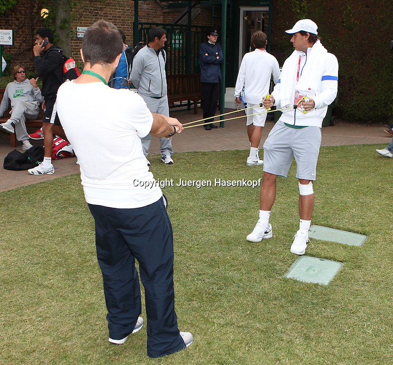 Wimbledon Championships 2013, AELTC,London,<br /> ITF Grand Slam Tennis Tournament, Rafael Nadal (ESP) beim aufwaermen vor dem Training,Ganzkoerper,Querformat,