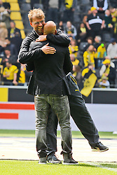 09.05.2015, Signal Iduna Park, Dortmund, GER, 1. FBL, Borussia Dortmund vs Hertha BSC, 32. Runde, im Bild Trainer Juergen Klopp (Borussia Dortmund) umarmt den ehemaligen BVB Spieler Dede // during the German Bundesliga 32th round match between Borussia Dortmund and Hertha BSC at the Signal Iduna Park in Dortmund, Germany on 2015/05/09. EXPA Pictures © 2015, PhotoCredit: EXPA/ Eibner-Pressefoto/ Schüler<br /> <br /> *****ATTENTION - OUT of GER*****