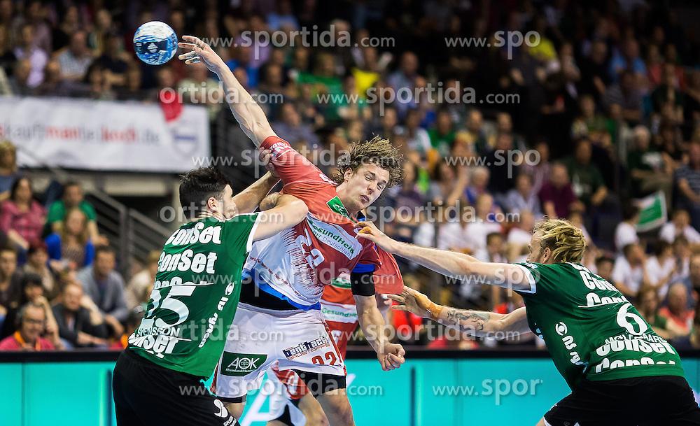 Berlin, Deutschland, 16.05.2015:<br /> Handball EHF Pokal Halbfinale Spiel 1 2014 / 2015 - Skjern Handbold - HSV Hamburg - EHF CUP Finals 2014/15.<br /> <br /> Kentin Mahe (HSV #22) - Daniel Svensson (Skjern Handbold #25) and Henrik Moellgaard Jensen (Skjern Handbold #6) *** Local Caption *** &copy; pixathlon