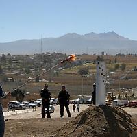 Metepec, Mex.- Oscar González Yañez presidente municipal de Metepec, realizó una gira de trabajo por el socavón para mostrar la conclusión de la primera etapa de saneamiento de este lugar. Agencia MVT / Arturo Rosales. (DIGITAL)<br /> <br /> <br /> <br /> <br /> <br /> <br /> <br /> NO ARCHIVAR - NO ARCHIVE