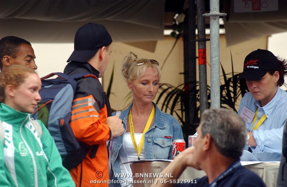WK Bobstart Groningen, Pr. Albert Grimaldi van Monaco praat met Annette Wijdom