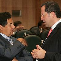 Toluca, Mex.- Higinio Martinez Miranda (izq), diputado del Partido de la Revolucion Democratica (PRD) y Eruviel Avila Villegas, Diputado del Partido Revolucionario Institucional (PRI), conversan durante la Tercera Sesion Ordinaria en la Camara de Diputados. Agencia MVT / Javier Rodriguez. (DIGITAL)<br /> <br /> <br /> <br /> NO ARCHIVAR - NO ARCHIVE