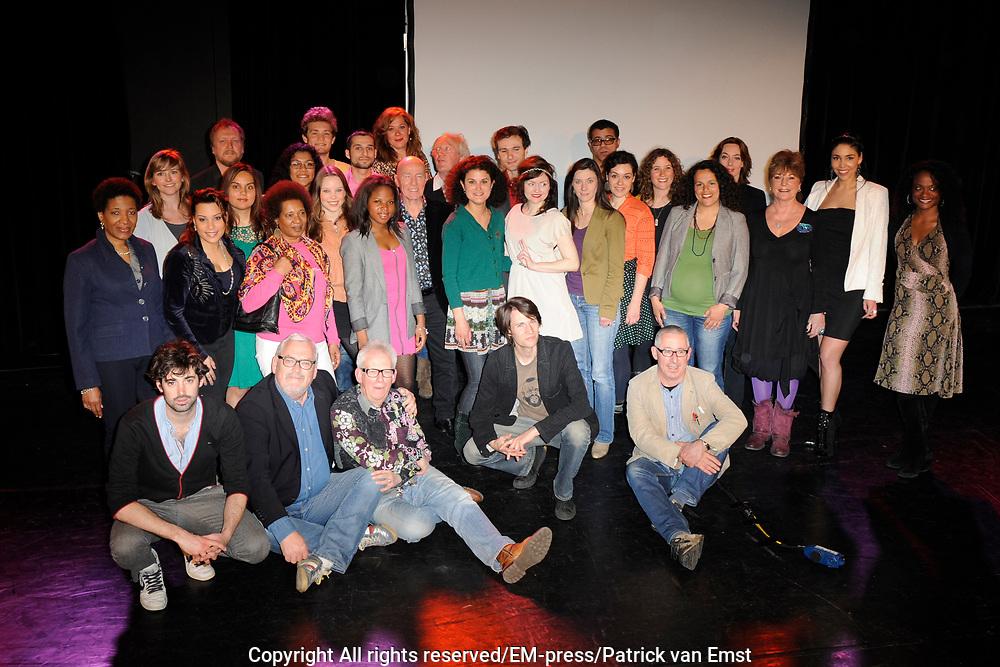 Perspresentatie van de 25 solisten voor het project Duizend Stemmen in Carr&eacute; .Duizend Stemmen in Carr&eacute; is een project voor het eerste weekend van het 125-jarig jubileumseizoen van Carr&eacute;.<br /> <br /> Op de foto:  De Jury en de 25 finalisten