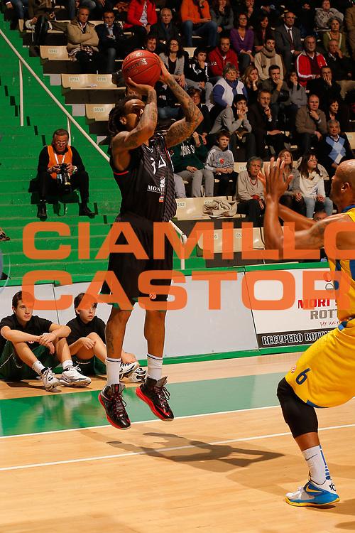 DESCRIZIONE : Siena Eurolega Eurolegue 2012-13 Montepaschi Siena Maccabi Electra Tel Aviv<br /> GIOCATORE : David Moss<br /> SQUADRA : Montepaschi Siena <br /> CATEGORIA : tiro<br /> EVENTO : Eurolega 2012-2013<br /> GARA : Montepaschi Siena Maccabi Electra Tel Aviv<br /> DATA : 23/11/2012<br /> SPORT : Pallacanestro<br /> AUTORE : Agenzia Ciamillo-Castoria/ElioCastoria<br /> Galleria : Eurolega 2012-2013<br /> Fotonotizia : Siena Eurolega Eurolegue 2012-13 Montepaschi Siena Maccabi Electra Tel Aviv<br /> Predefinita :