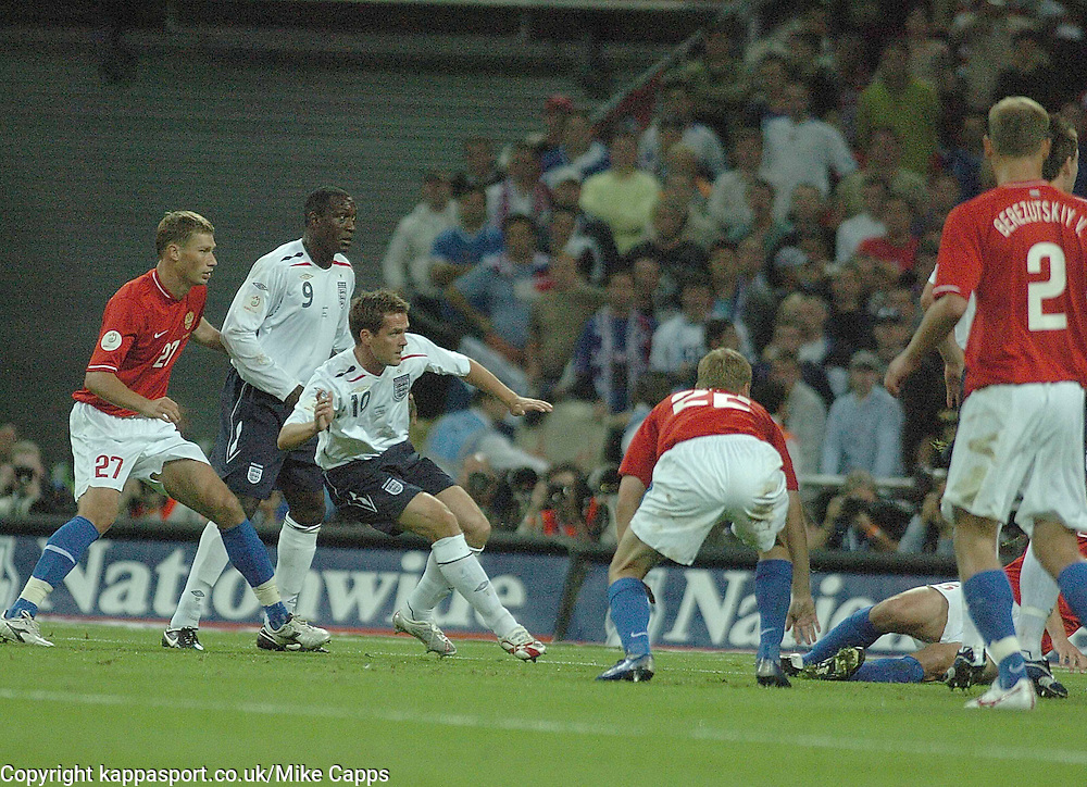 MICHAEL OWEN Fires in Englands 1st Goal against Russia, and Celebrates, England-Russia, UEFA Euro 2008 Qualifier, Wembley 12/9/07