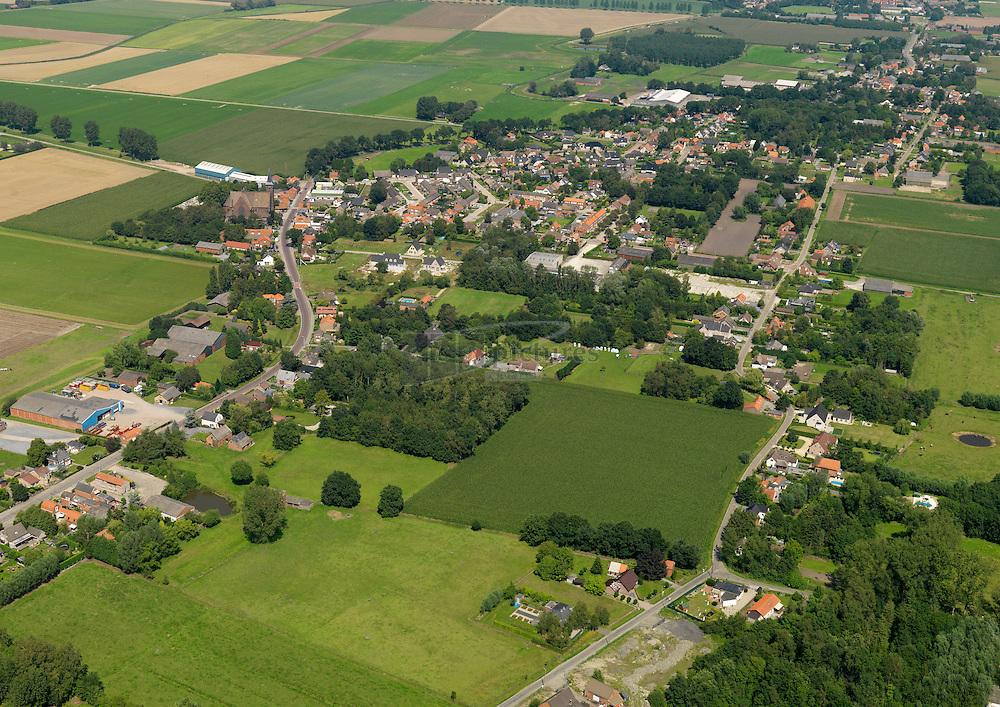 20110801 0133  Dorp Heikant  is een jong dorp met lintbebouwing tussen Sint Jansteen en Koewacht