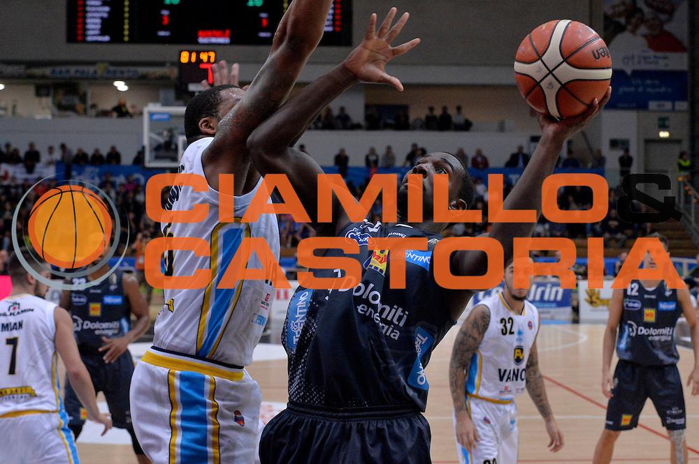 Dustin Hogue<br /> Dolomiti Energia Aquila Basket Trento - Vanoli Cremona<br /> Lega Baket Serie A 2016/2017<br /> Trento, 09/10/2016<br /> Foto Ciamillo-Castoria
