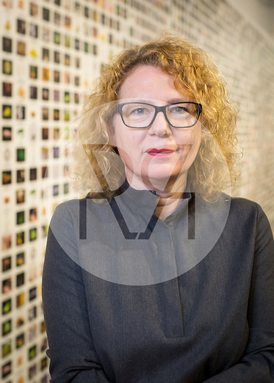 SCHWEIZ - BASEL - Sabine Himmelsbach, Direktorin Haus der elektronischen Künste HeK, fotografiert vor der Wandtapete 'The Infinite Engine (Crops/Animals/Labs)' in der Ausstellung 'Anti-Bodies' von Lynn Hershman Leeson - 03. Mai 2018 © s+f/Raphael Hünerfauth - http://huenerfauth.ch