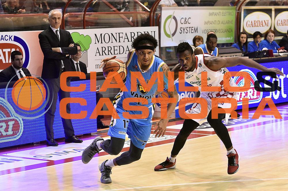 DESCRIZIONE : Pistoia Lega A 2015-2016 Giorgio Tesi Group Pistoia Vanoli Cremona<br /> GIOCATORE : Deron Washington<br /> CATEGORIA : palleggio penetrazione<br /> SQUADRA : Vanoli Cremona<br /> EVENTO : Campionato Lega A 2015-2016<br /> GARA : Giorgio Tesi Group Pistoia Vanoli Cremona<br /> DATA : 13/03/2016<br /> SPORT : Pallacanestro<br /> AUTORE : Agenzia Ciamillo-Castoria/Max.Ceretti<br /> GALLERIA : Lega Basket A 2014-2015<br /> FOTONOTIZIA : Pistoia Lega A 2015-2016 Giorgio Tesi Group Pistoia Vanoli Cremona<br /> PREDEFINITA :