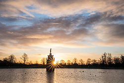 © Licensed to London News Pictures. 08/12/2017. London, UK. The sun rises behind the Diana Fountain in Bushy Park on a cold winter morning. Forecasters recorded subzero overnight temperatures as Storm Caroline hits Britain. Photo credit: Rob Pinney/LNP