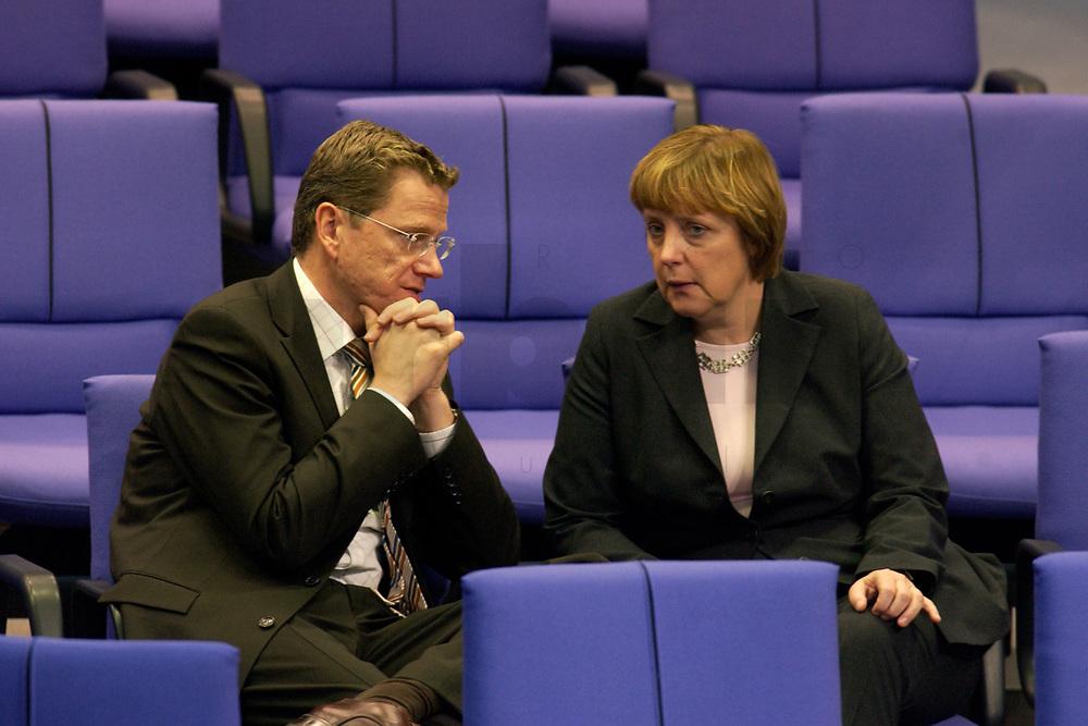 11 DEC 2003, BERLIN/GERMANY:<br /> Guido Westerwelle (R), MdB, FDP Bundesvorsitzender, und Angela Merkel (L), CDU, Bundesvorsitzende, im Gespraech, waehrend der Bundestagsdebatte zum EU-Verfassung, Plenum, Deutscher Bundestag<br /> IMAGE: 20031211-01-057<br /> KEYWORDS: Gespräch