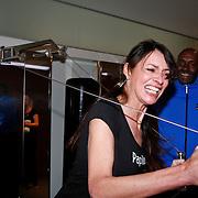 NLD/Amsterdam/20111128 - Opening Personal Gym van Carlos Lens, Irene van der Laar aan het fitnessen