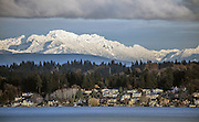 A fresh layer of snow blankets the Cascades, as seen across Lake Washington from Magnuson Park to Kirkland. (Steve Ringman / The Seattle Times)