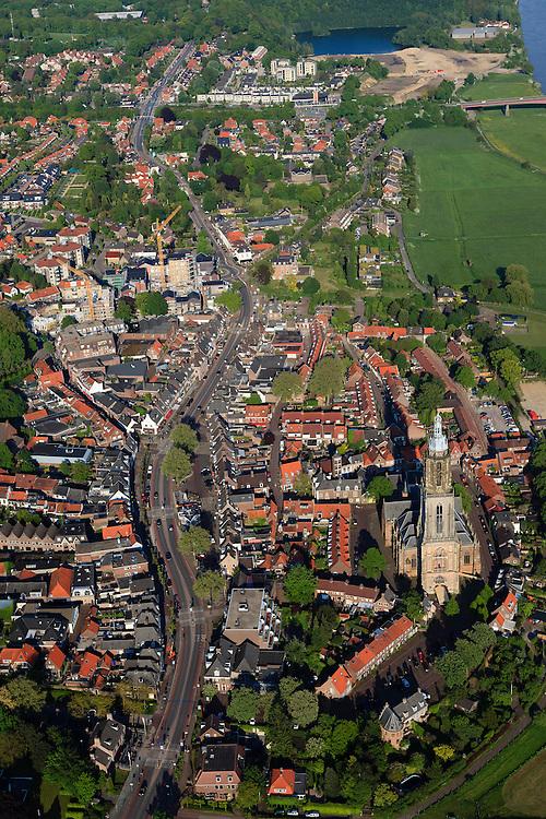 Nederland, Utrecht, Rhenen, 27-05-2013; het centrum van de stad is tijdens de Tweede wereldoorlog grotendeels verwoest (Slag bij de Grebbenberg, mei 1940). Boven in beeld de Neder-rijn, in het centrum de Cunerakerk en Cuneratoren.<br /> Klassiek en exemplarisch voorbeeld van wederopbouw, de oorspronkelijke stedenbouwkundige structuur is gehandhaafd. <br /> Center of Rhenen was destroyed in May 1940 ( World War II), and restored with classic and exemplary example of reconstruction, while the original urban structure has been maintained.<br /> luchtfoto (toeslag op standard tarieven)<br /> aerial photo (additional fee required)<br /> copyright foto/photo Siebe Swart