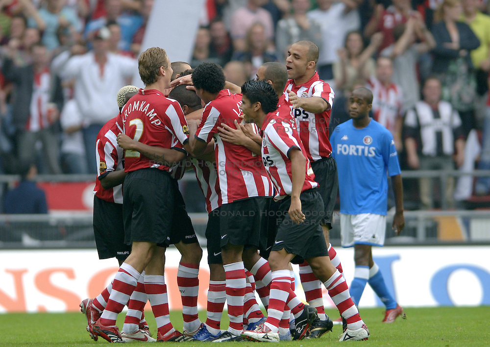 17-09-2006 VOETBAL: PSV - FEYENOORD: EINDHOVEN <br /> PSV verslaat in eigen huis Feyenoord met 2-1 / Vreugde bij PSV als Jefferson Farfan de 1-0 scoort<br /> &copy;2006-WWW.FOTOHOOGENDOORN.NL