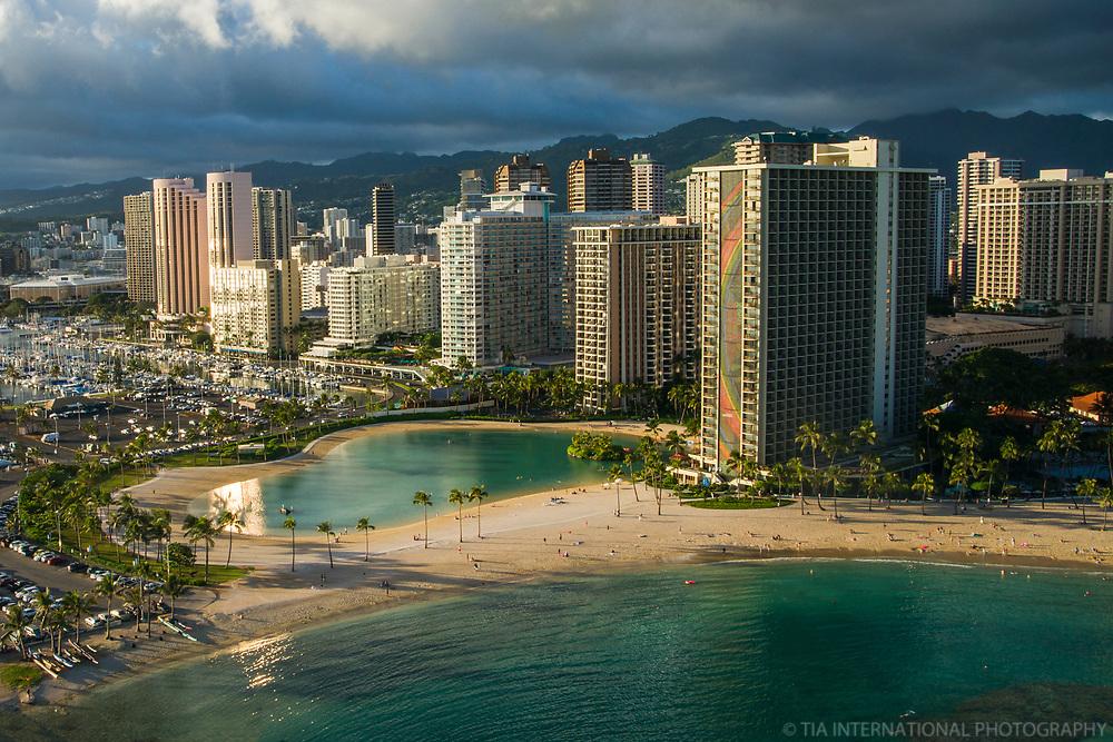 Duke Kahanamoku Lagoon & Waikiki Beach
