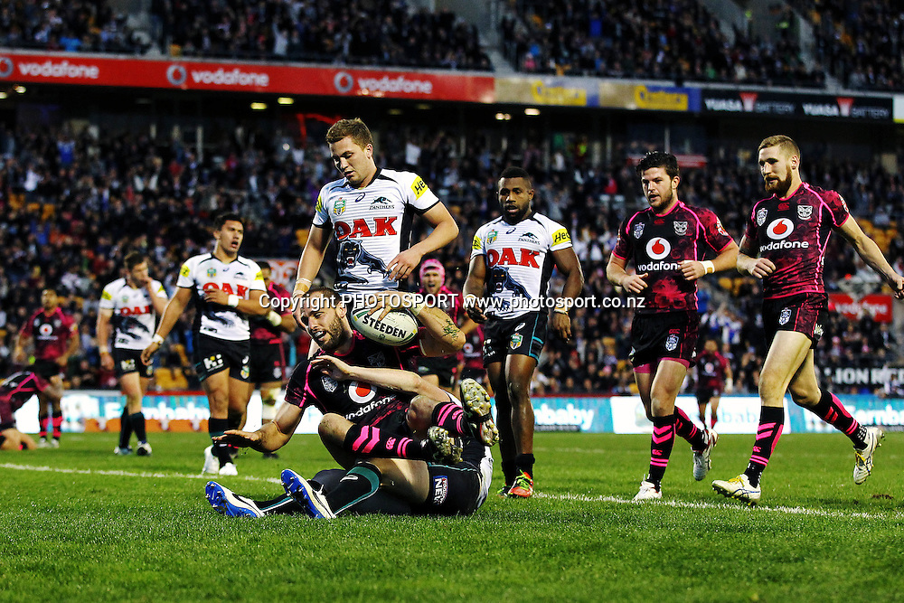 Simon Mannering of the Warriors scores a try. Round 16 NRL Telstra Premiership game, Vodafone Warriors v Penrith Panthers, Mt Smart Stadium, Auckland, New Zealand. Sunday 29th June 2014. Photo: photosport.co.nz