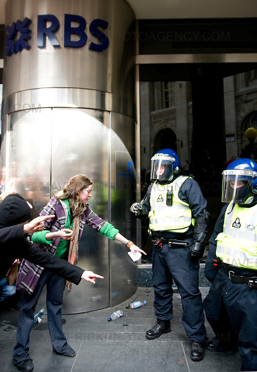 Protesters smash windows of a Royal Bank of Scotland building  in London City ahead of the G20 meeting the following day..1/4/09.Michael Hughes/Maverick.Tel. 07789681770