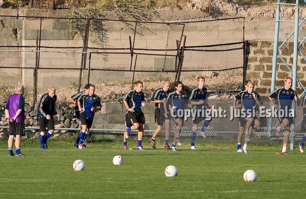Suomen A-maajoukkue harjoituksissa Jerevanissa Armeniassa 5.10.2006.&amp;#xA;Photo: Jussi Eskola<br />