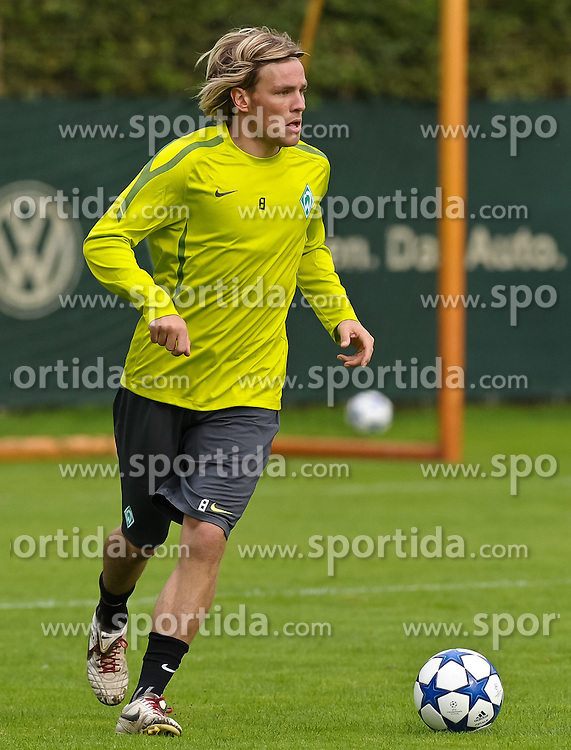 13.09.2010, Platz 11, Bremen, GER, UEFA CL Werder Bremen - Training, im Bild Clemens Fritz (Bremen #8)   EXPA Pictures © 2010, PhotoCredit: EXPA/ nph/  Frisch+++++ ATTENTION - OUT OF GER +++++ / SPORTIDA PHOTO AGENCY