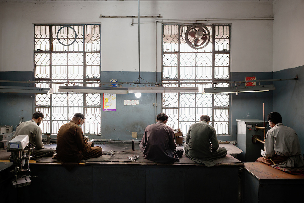 20141027 Sialkot<br /> Although the situation has been improved at the larger factories it is still very labor intensive work, and workers often work 10 to 12 hours per day.<br /> Foto: Vilhelm Stokstad / Kontinent
