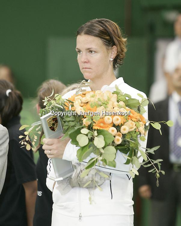 Porsche Tennis Grand Prix Turnier in Stuttgart-Filderstadt, Siegerehrung, 09.10.2005. Siegerin Lindsay Davenport<br /> (USA),