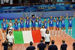 L'ITALIA DURANTE L'INNO NAZIONALE<br /> ITALIA - AZERBAIJAN<br /> CAMPIONATI MONDIALI VOLLEY FEMMINILE 2014<br /> BARI 01-10-2014<br /> FOTO GALBIATI - RUBIN