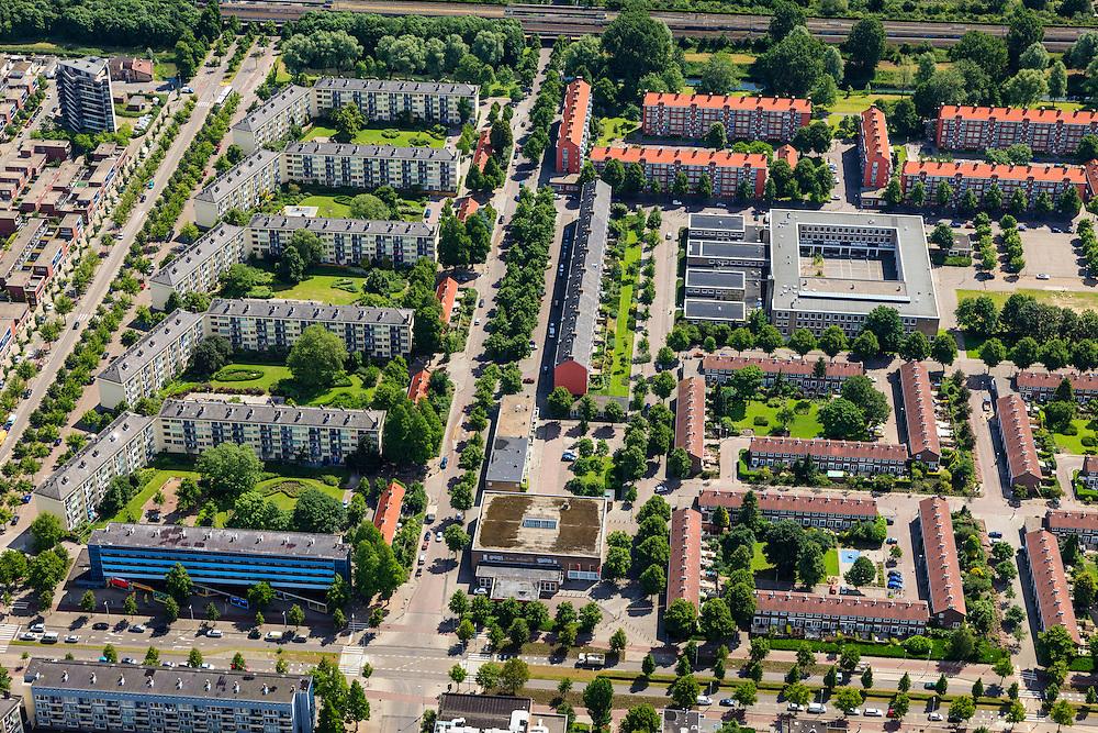 Nederland, Noord-Holland, Amsterdam, 14-06-2012; Slotervaart, Johan Huizingalaan (onder in beeld), midden Hemsterhuisstraat, links Robert Fruinlaan.  Het vierkant blok rechts boven het midden huisvest het Islamitisch College Amsterdam. Links in beeld bouwblokken geplaatst onder een hoek in verband met de toetreding van zon. De flats staan aan de Robert Fruinlaan. .De buurt is onderdeel van de Westelijke Tuinsteden, gerealiseerd op basis van het Algemeen Uitbreidingsplan voor Amsterdam (AUP, 1935). Voorbeeld van het Nieuwe Bouwen, open bebouwing in stroken, langwerpige bouwblokken afgewisseld met groenstroken. ..This residential area (Slotervaart) is an example of garden cities of Amsterdam-west. Constructed on the basis of the General Extension Plan for Amsterdam (AUP, 1935). Example of the New Building (het Nieuwe Bouwen), detached in strips, oblong housing blocks alternated with green areas, built in fifties and sixties of the 20th century.  The square building (t,r) is the Islamitic College Amsterdam. The housing buildings left have been placed at an angle for the accession of sun..luchtfoto (toeslag), aerial photo (additional fee required).foto/photo Siebe Swart