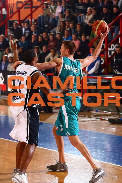 DESCRIZIONE : Napoli Eurolega 2006-07 Eldo Napoli Pau Orthez<br /> GIOCATORE : Johnsen<br /> SQUADRA : Pau Orthez<br /> EVENTO : Eurolega 2006-2007 <br /> GARA : Eldo Napoli Pau Orthez <br /> DATA : 23/11/2006 <br /> CATEGORIA : <br /> SPORT : Pallacanestro <br /> AUTORE : Agenzia Ciamillo-Castoria/E.Castoria