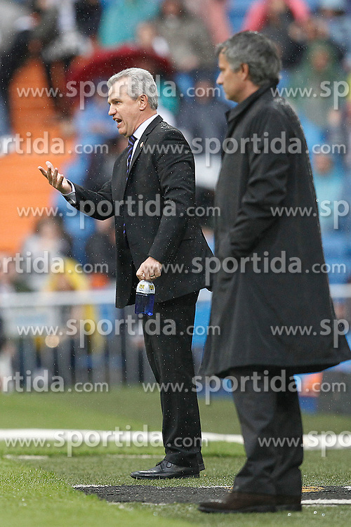 30.04.2011, Stadio santiago de Bernabeu, Madrid, ESP, Primera Division, Real Madrid vs Real Saragossa, im Bild Real Madrid's Jose Mourino and Zaragoza's coach Javier Aguirre during Spanish League match on April 30, 2011. EXPA Pictures © 2011, PhotoCredit: EXPA/ Alterphotos/ Cid Fuentes +++++ ATTENTION - OUT OF SPAIN / ESP +++++