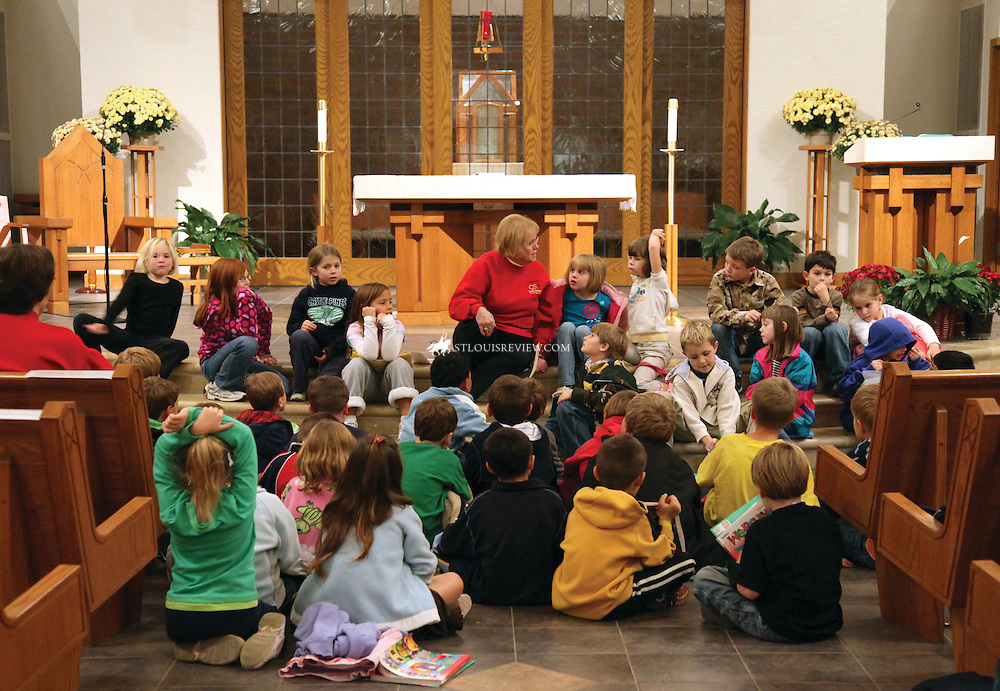 Ree Gerdes,director of religious education at Holy Spirit Parish in Maryland Heights, instructed PSR students about ways to stay safe as part of the archdiocesan Safe Environment program, which is taught through PSR classes to Catholic children who do ot attend Catholic schools.