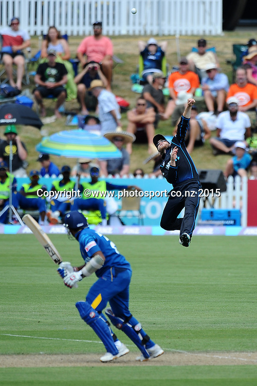 Black Cap player Kane Williamson leaps high to try and take a catch during Match 4 of the ANZ One Day International Cricket Series between New Zealand Black Caps and Sri Lanka at Saxton Oval, Nelson, New Zealand. Tuesday 20 January 2015. Copyright Photo: Chris Symes/www.Photosport.co.nz