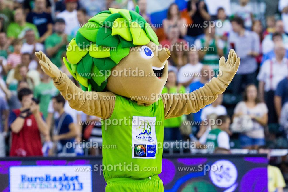 Mascot Lipko after friendly match between National teams of Slovenia and Russia for Eurobasket 2013 on August 18, 2013 in Hala Tivoli, Ljubljana, Slovenia. (Photo by Matic Klansek Velej / Sportida.com)