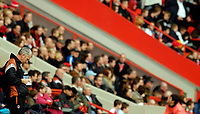 Photo: Alan Crowhurst.<br />Charlton Athletic v Aston Villa. The Barclays Premiership. 30/12/2006. Charlton boss Alan Pardew takes notes.