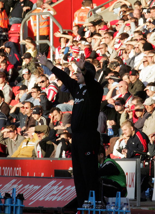 A frustrated George Burley. Southampton v Charlton Athletic, Championship, St Marys, Southampton. 3rd November 2007.
