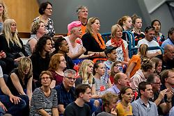 12-05-2017 NED: Nederland - Tsjechië, Amstelveen<br /> De Nederlandse volleybal mannen spelen hun eerste oefeninterland in de Emergohal in Amstelveen tegen Tsjechië. Deze wedstrijd staat in het teken van de verplaatsing van het Bankrasmomument. Nederland speelde daarom in speciale oude Nederlandse shirts uit 1992 / Support, publiek, Martine