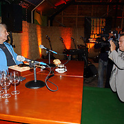 NLD/Muiderberg/20050915 - Perspresentatie Turks Fruit de Musical, Jan Wolkers gefotografeerd door Joop van Tellingen