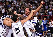 Francia 02/07/1999<br /> Campionati Europei di Basket Francia 1999<br /> Italia-Jugoslavia<br /> Giacomo Galanda esulta abbracciato dai compagni