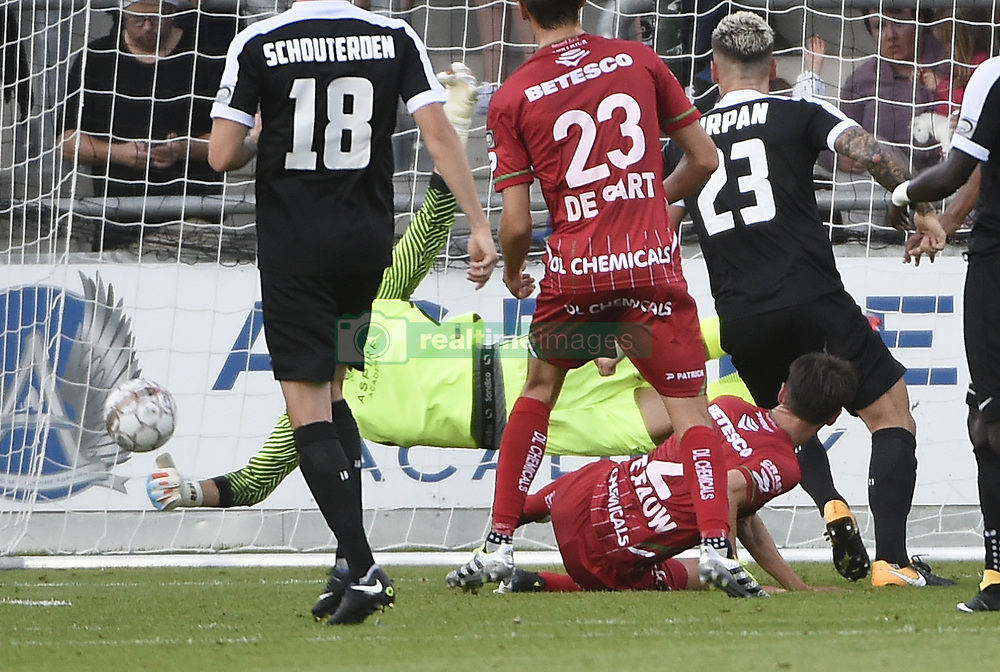 July 29, 2017 - Eupen, BELGIUM - Essevee's Davy De fauw scores a goal during the Jupiler Pro League match between KAS Eupen and SV Zulte Waregem, in Eupen, Saturday 29 July 2017, on the first day of the Jupiler Pro League, the Belgian soccer championship season 2017-2018. BELGA PHOTO JOHN THYS (Credit Image: © John Thys/Belga via ZUMA Press)