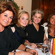 NLD/HENGELO/20130326 - HET NIJE DINER- dochter DEBBIE KOEMAN, BARTINA KOEMAN, christine Kroonenberg EN VRIENDINNEN