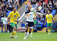 Picture by Chris Donnelly/Focus Images Ltd. 07500 903009 .17/9/11.David NGog of Bolton holds off the Norwich defenders during the Barclays Premier League match at Reebok stadium, Bolton.