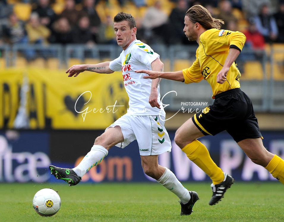 22-03-2009 Voetbal:Roda JC:Ado Den Haag:Kerkrade<br /> Richard Knopper in duel met Delorge<br /> Foto: Geert van Erven