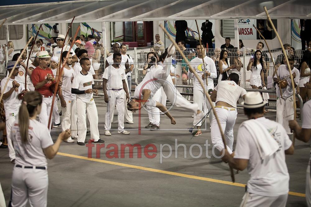 São Paulo, SP - 14/02/2015 - Apresentação de blocos de afoxé antes do início dos desfiles do segundo dia do grupo especial do Carnaval paulistano, no Sambódromo do Anhembi, na noite de hoje (14/02). Foto: Rodrigo Dionisio/Frame