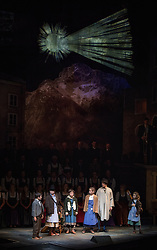 "23.11.2016, Festspielhaus, Salzburg, AUT, Salzburger Adventsingen 2016, Gib uns den Frieden, Fotoprobe, im Bild Felix Neureiter als Hitabua, Theresa Hochleitner als Hitamadl, Lorena Resch und Sofie Zeilner als Hitamadl, Theo Helm als Vogelfänger und Anna Neumayr als Hitamadl // during a photo sample for the 2016 Salzburger Adventsingen 2016 ""Give us peace"" at the Festspielhaus in Salzburg, Austria on 2016/11/23. EXPA Pictures © 2016, PhotoCredit: EXPA/ Ernst Wukits"