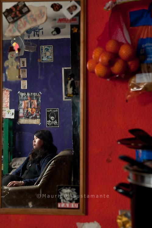 Asel (21) lebt gemeinsam mit ihrem Freund am Holstenkamp und hofft, dass sie bald einen Job findet