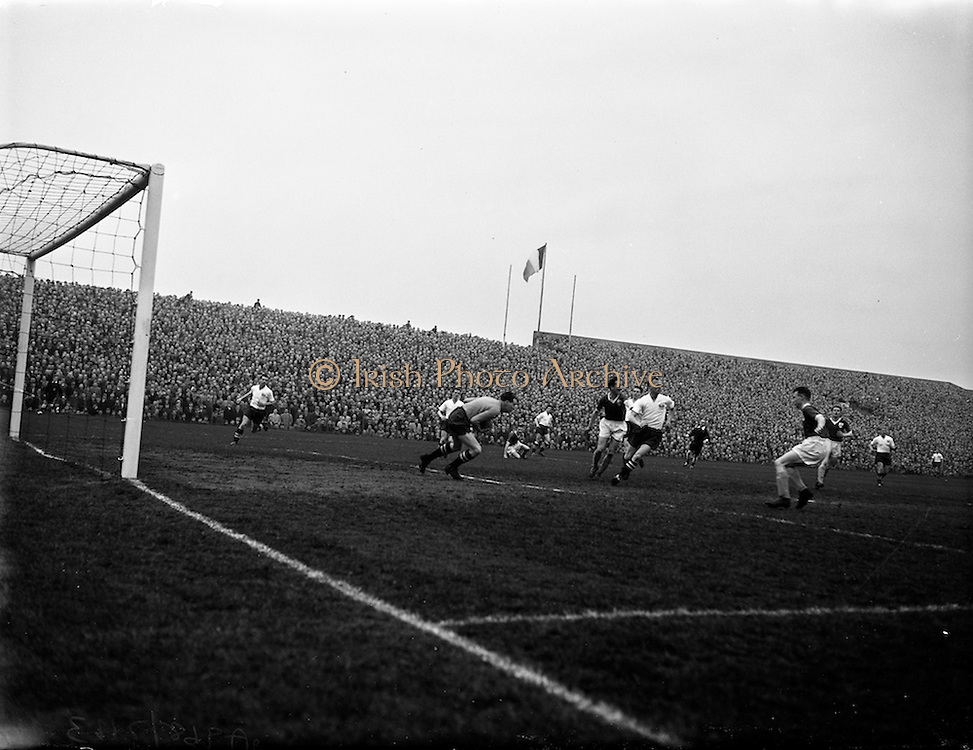 17/03/1959<br /> 03/17/1959<br /> 17 March 1959<br /> Soccer: League of Ireland v English League at Dalymount Park, Dublin.