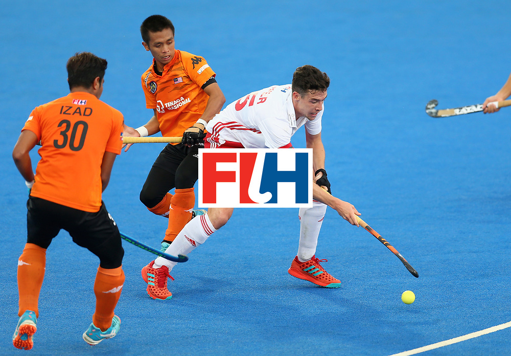 LONDON, ENGLAND - JUNE 25: Phil Roper of England takes on the Malaysia defense during the 3rd/4th place match between Malaysia and England on day nine of the Hero Hockey World League Semi-Final at Lee Valley Hockey and Tennis Centre on June 25, 2017 in London, England. (Photo by Steve Bardens/Getty Images)